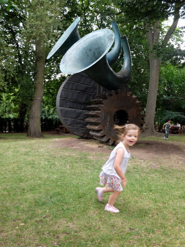 Chloé se défoule à Holland Park