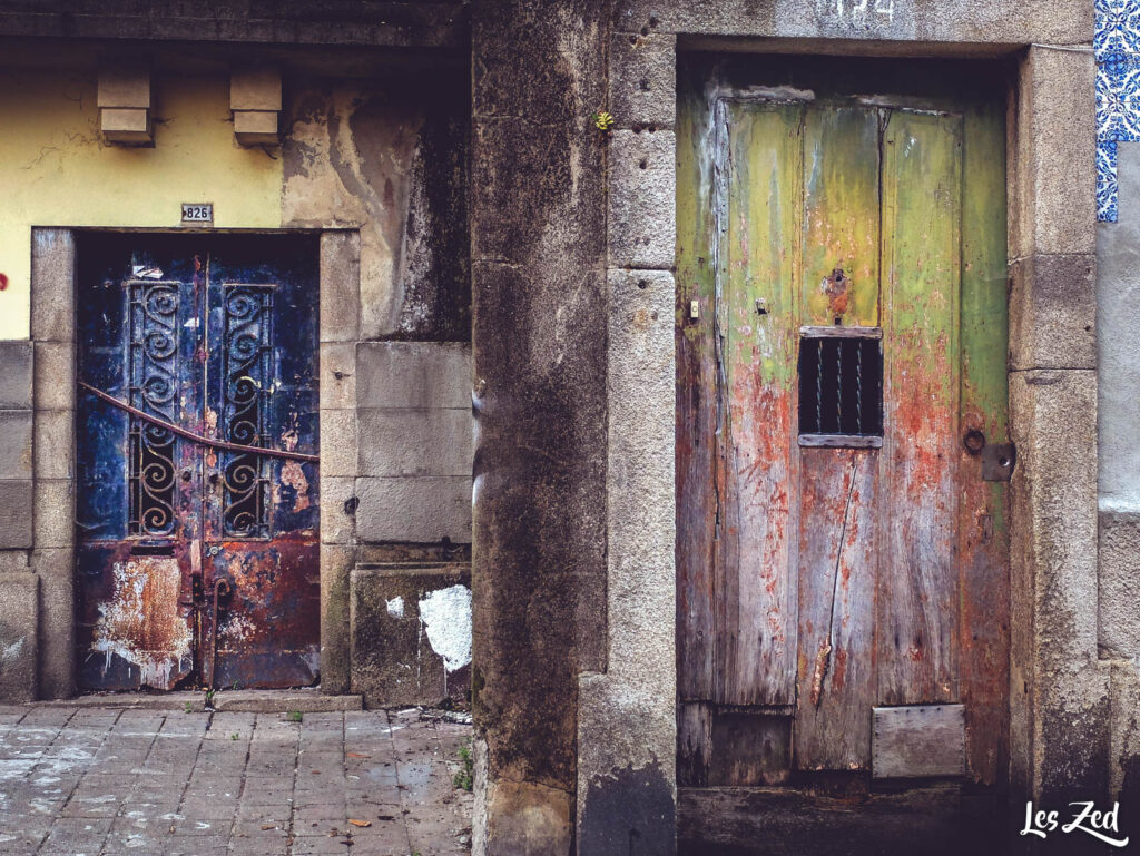 Porto abandonné - portes délabrées