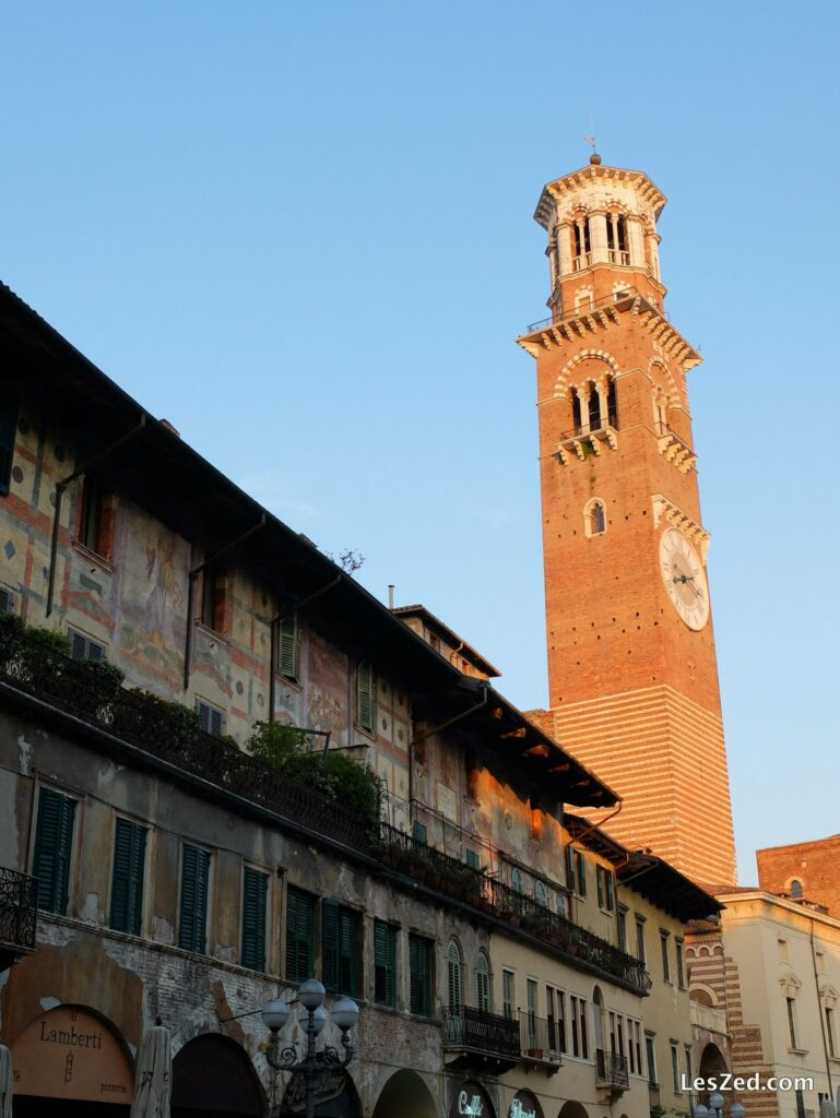 Torre dei Lamberti sur la Piazza delle Erbe
