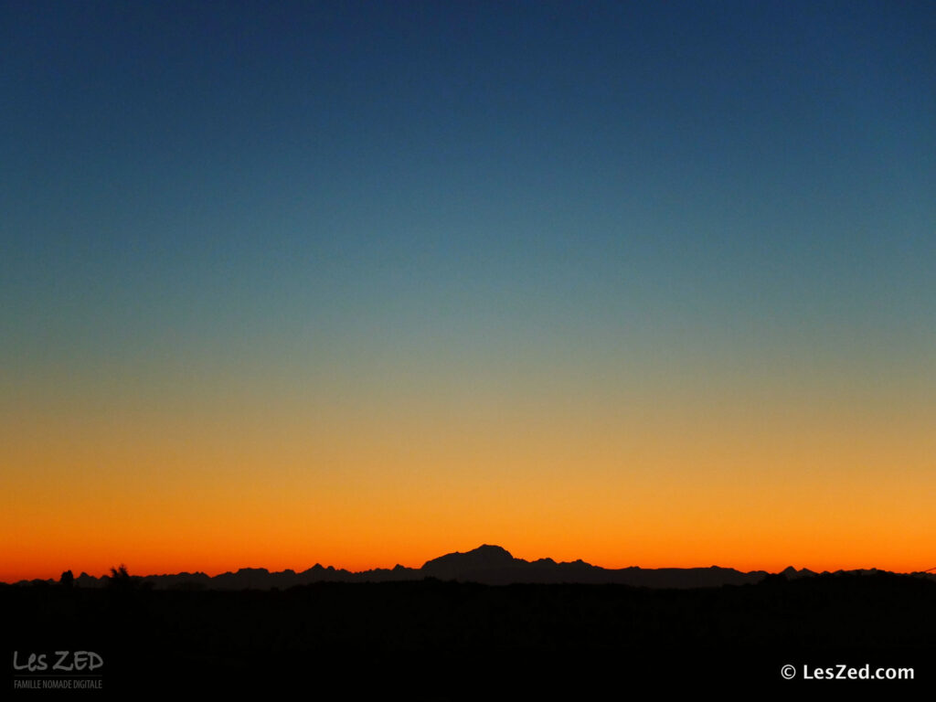 Lever de soleil sur le Mont Blanc, vu depuis le Parc du Pilat