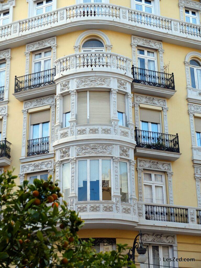 Beaux immeubles de de Gran Via et Pla del remei