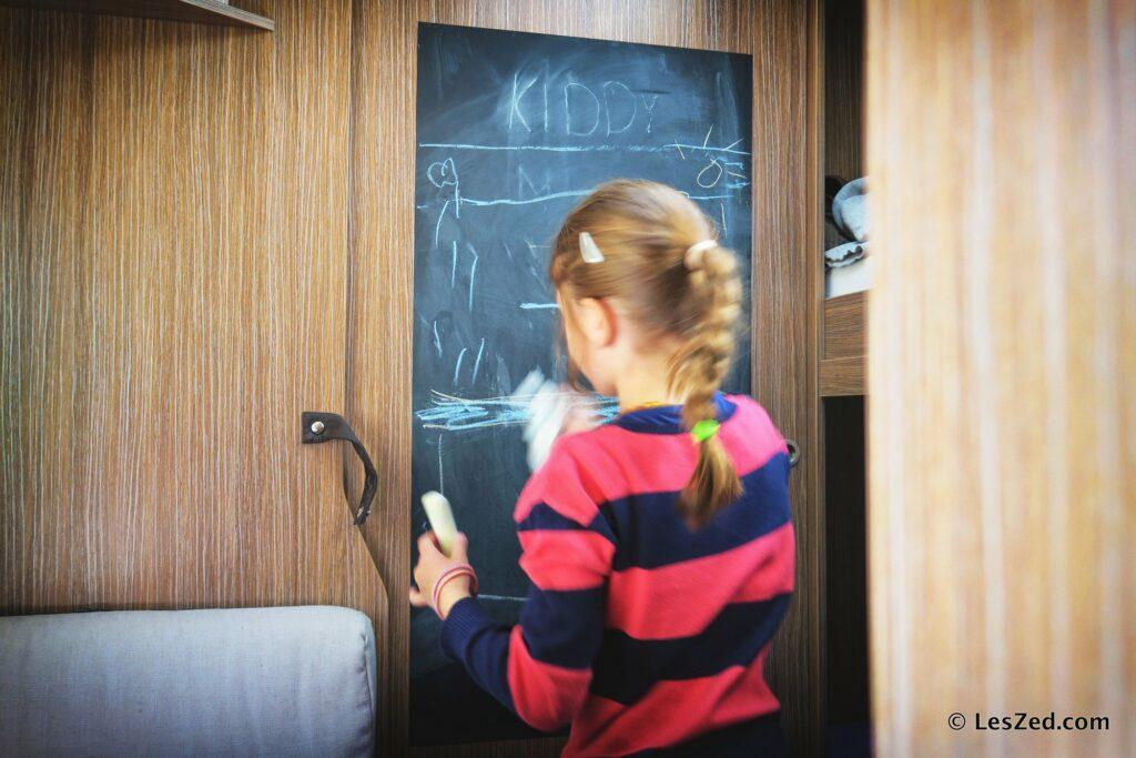 La grande spécificité du SLB700 : l'espace enfants qu'on peut isoler