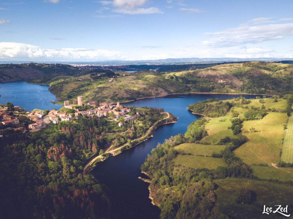 Saint-Jean-Saint-Maurice-sur-Loire, village de la Loire (drone)